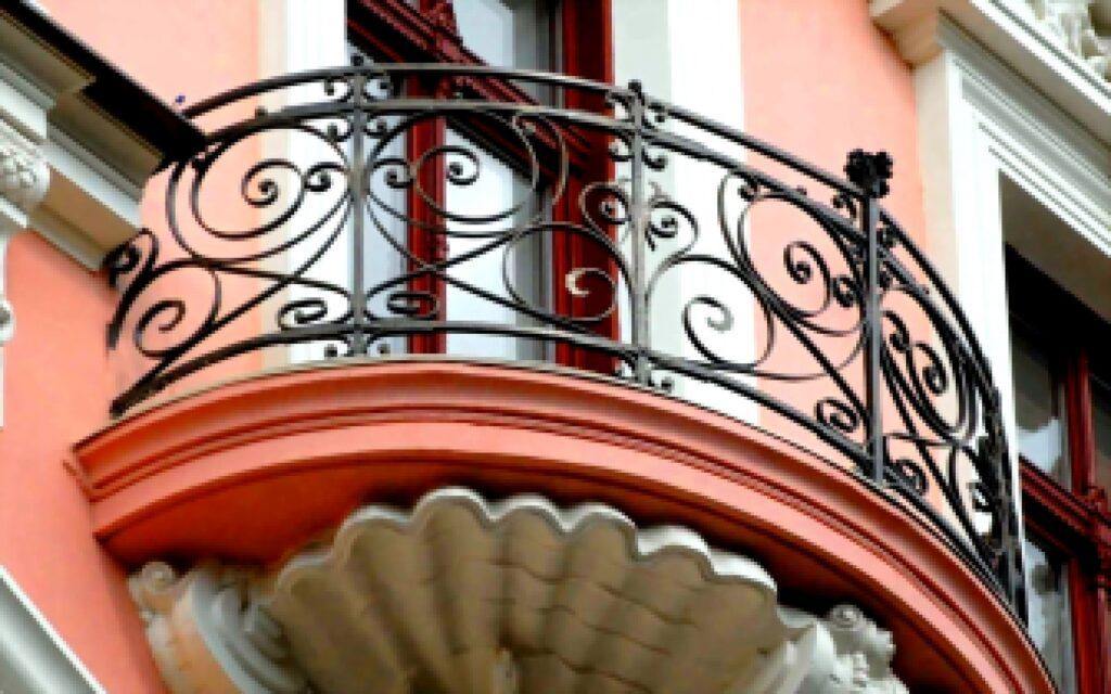 Металлические ограждения на балкон